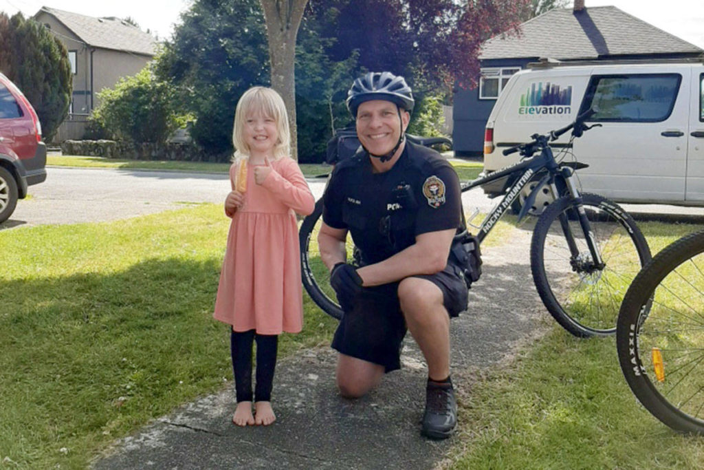 Victoria police beat the heat with a cool summer treat - Oak Bay News
