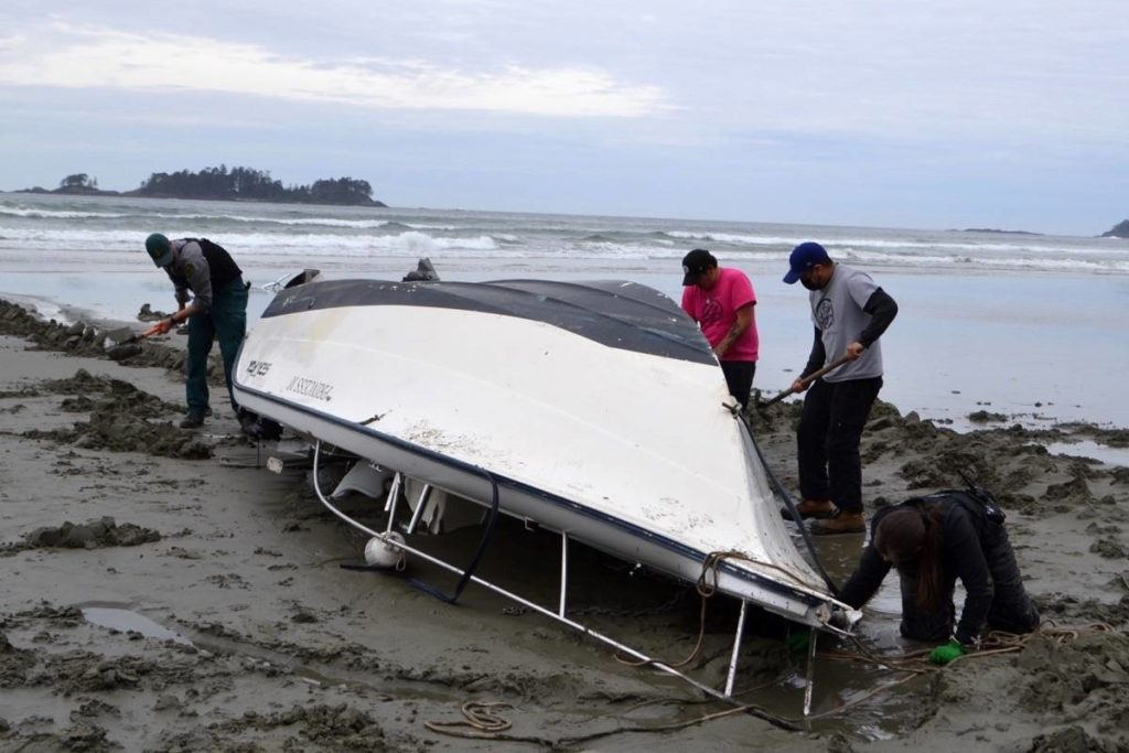 Rescue attempt costs man his boat off Pacific Rim National Park Reserve - Oak Bay News